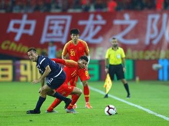 国家队首个主场进球留念 艾克森盼踢进世界杯决赛圈