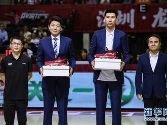 深圳马可波罗为球队功勋张凯、邱彪举行球衣退役仪式