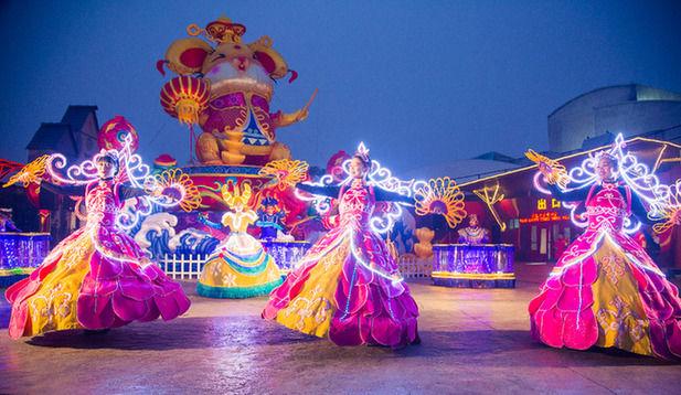 北京欢乐谷奇幻灯光节开幕 七大主题灯光区营造光影乐园