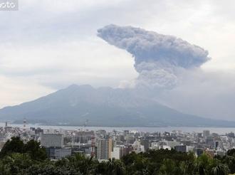 日本樱岛火山剧烈喷发 火山灰喷射高度达5500米