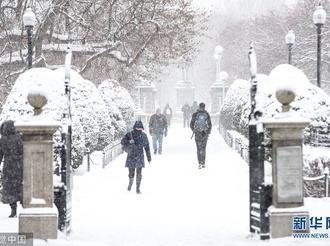 美国马萨诸塞州多地迎来暴风雪