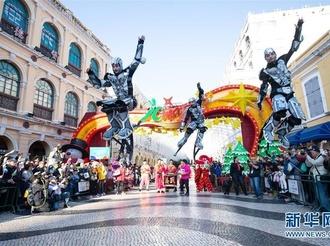 澳門舉行國際幻彩大巡游歡慶回歸祖國20周年