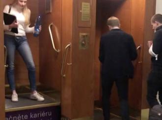 捷克布拉格古老电梯