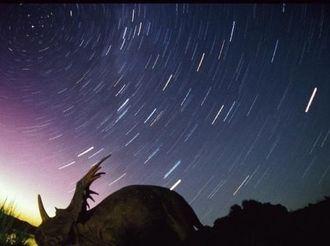 """天琴座流星雨23日将见证""""星月童话"""""""