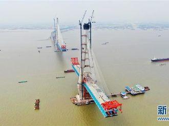 沪通长江大桥南主塔突破300米