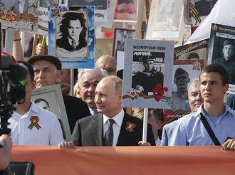 普京舉父親照片參加勝利日紀念活動:他配得上這份榮耀