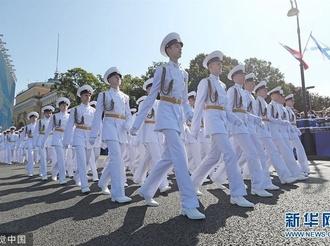 俄罗斯海军日阅兵彩排继续进行