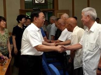 市四大班子领导看望慰问驻运部队官兵和离退休老军人