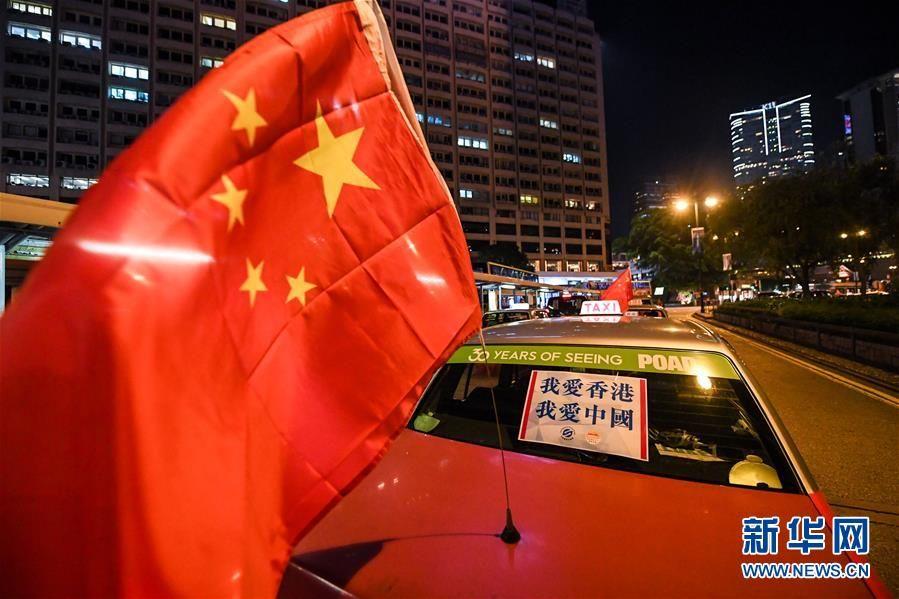 """香港的士司机发起""""守护香港,风雨同舟""""大行动"""