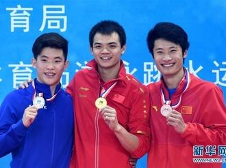 跳水全国冠军赛:男子一米跳板彭健烽夺冠