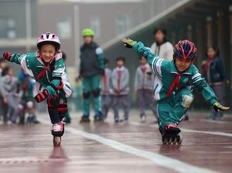 河北滄州:冰雪運動進校園