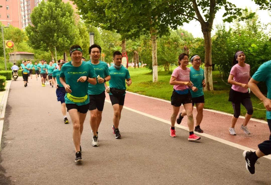 """""""为健康而跑步,因跑步而健康""""我院迷你彩色马拉松健跑周活动开幕"""