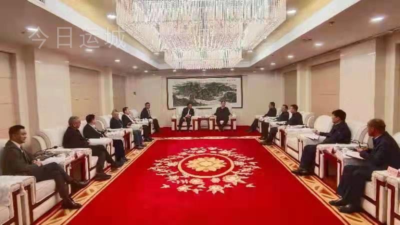 儲祥好與上海市各地在滬企業(商會)聯合會會長王均豪一行舉行工作會談